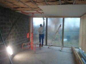 plafond-avec-ossature-stil-f530-sous-solives-bois-et-laine-de-verre-4
